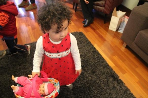 Valentina y su muñeca