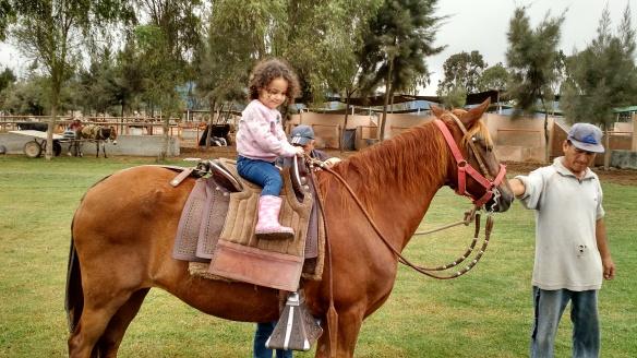 Valentina en el caballo