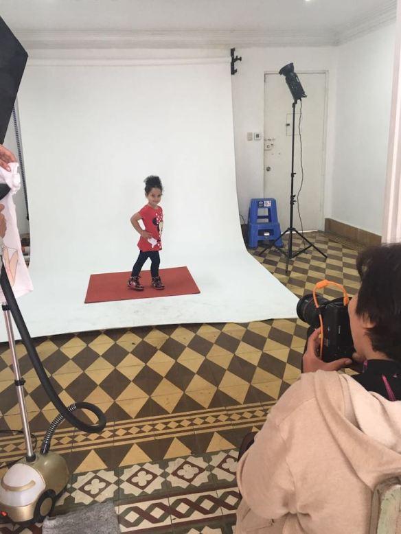 Valentina modelando