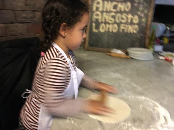 Valentina cocinando